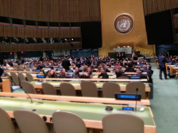 Gli studenti dell'Istituto Marymount Roma all'interno della Hall dell'Assemblea generale del Palazzo dell'ONU a New York